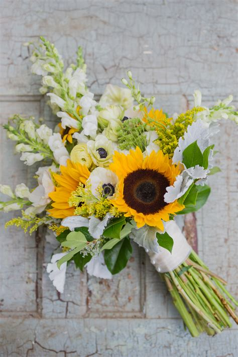 wedding bouquet sunflowers warmth and happiness 20 sunflower wedding bouquet