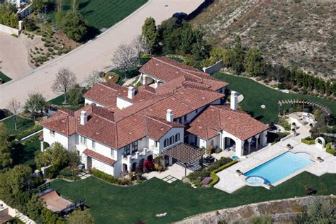 khloe s new house khloe buys justin bieber s house in calabasas