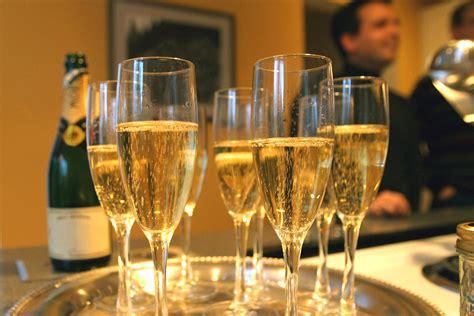 drinking  glasses  champagne   prevent