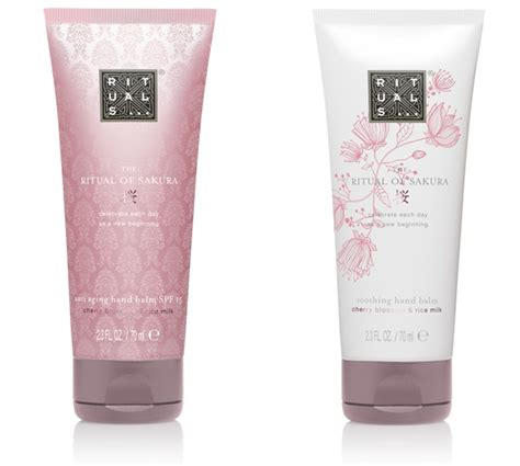Fameux Cherry Blossom Whitening Scrub 1 rituals provides nourishment with new care collection