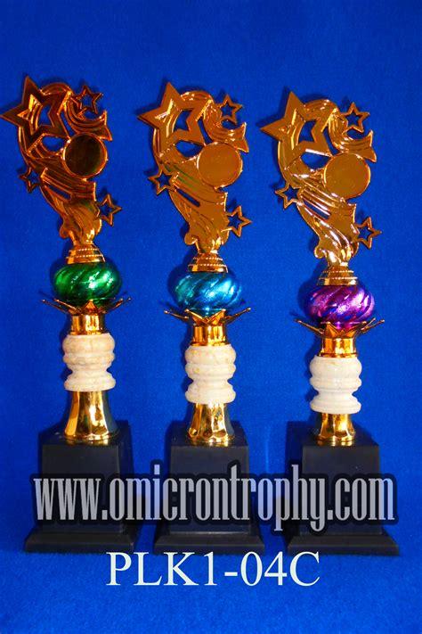 harga piala plastik murah omicron trophy