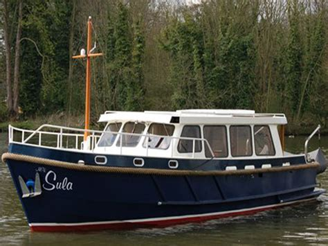 thames river cruise private hire private boat hire luxury thames boat hire aboard our