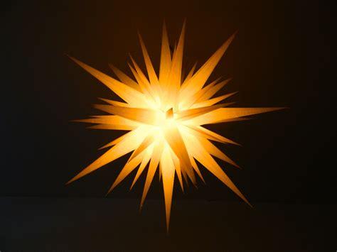 Lichterkette Am Fenster Aufhängen by Herrnhuter Sterne Lichterkette Herrnhuter Sterne