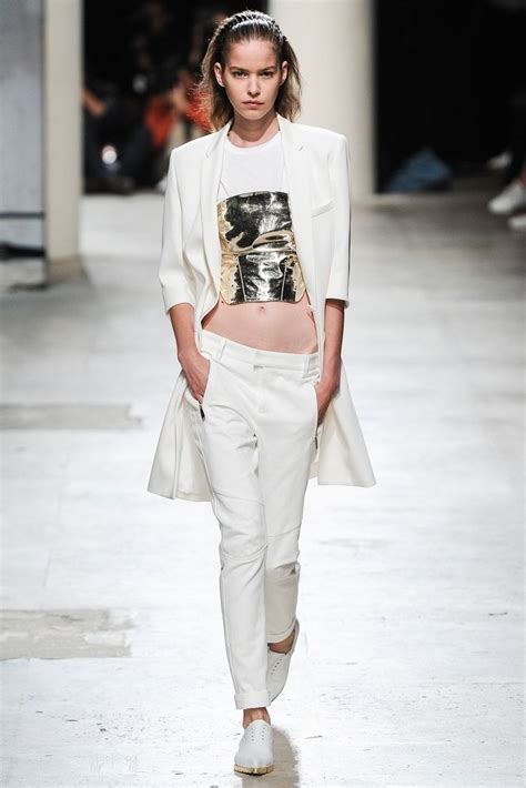 Looks Of The Week Fabsugar Want Need 19 by 544 Best Runway Looks Images On Catwalks