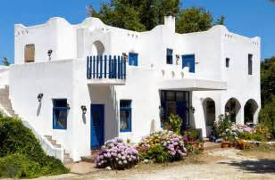 Beachy Home Decor Seaside Interiors Greek Mediterranean With A Twist Of