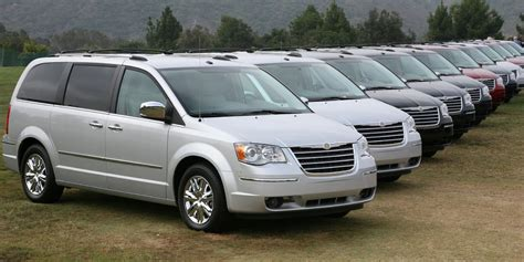 Chrysler Careers Usa Chrysler Aims To Shed Minivan Stigma With New Design