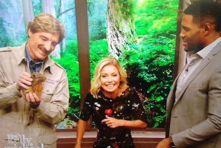 kelly ripa pictures videos breaking news kelly ripa michael strahan win emmy for outstanding show