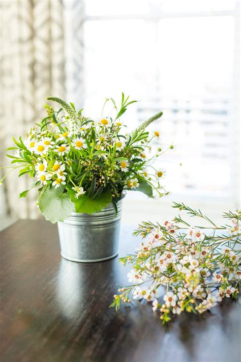 11 simple and stylish diy floral centerpieces 10 for easy entertaining hgtv
