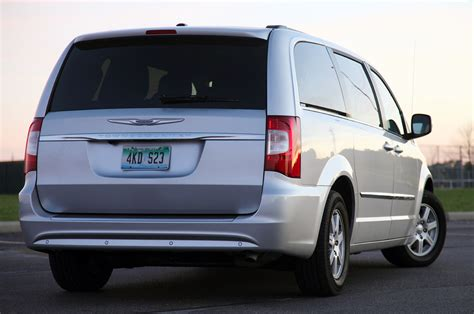 2011 Chrysler Town And Country Touring 2011 chrysler town country touring review photo gallery