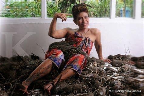 gambar tato susi menteri kelautan gambar tato lobster burung phoenix menteri susi