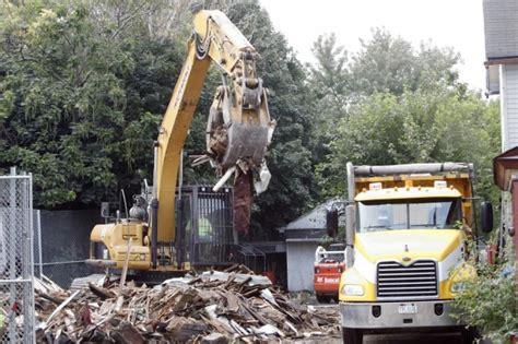 ariel castro house ariel castro s house of horrors demolished ny daily news