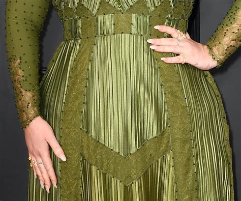 Givenchy Adele Multifungsi 684 Adele S Glassy Grammy Manicure Is Pitch Instyle