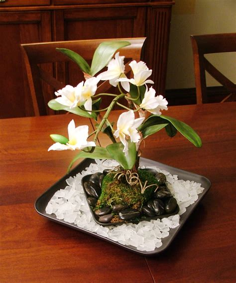 Dining Room Floral Centerpieces How To Create An Floral Centerpiece For Your