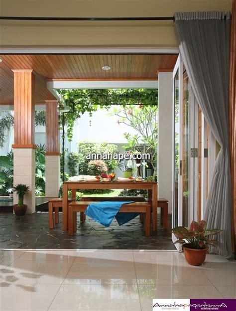 foto desain ruang makan terbuka  teras belakang rumah