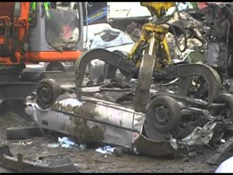 car crushed (toyota previa. destroyed) metal recycling