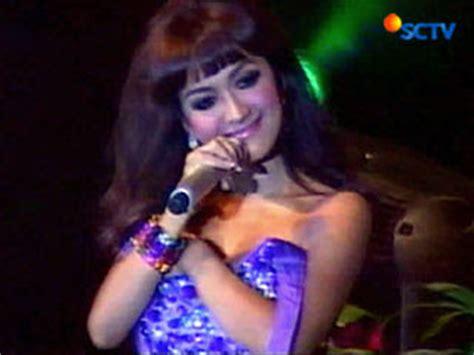 foto video gambar artis kemben melorot dewi persik tali baju julia perez melorot pictures