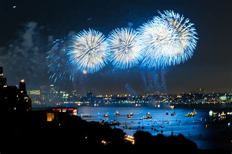 new year 2015 fireworks ny file 370 rsd fireworks blue jpg wikimedia commons