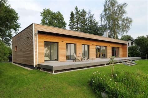 holzhaus 75 qm holz bungalow bau fritz mit seezugang house styles