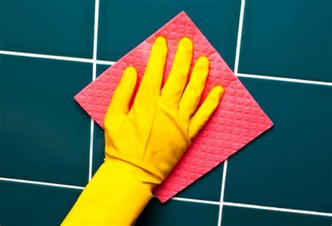 pulire le fughe delle piastrelle come rinnovare le fughe tra le piastrelle pulizia