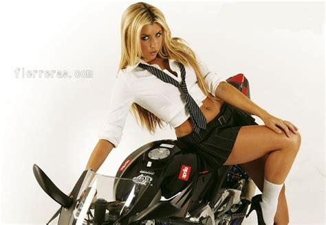 imagenes mujeres y motos deportivas chicas mujeres motos pisteras motocicletas 27