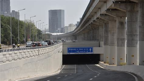 global foyer gurgaon underpass between dlf phase 1 and global foyer mall in
