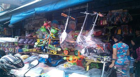 Karpet Di Pasar Gembrong libur panjang pedagang mainan pasar gembrong kebanjiran
