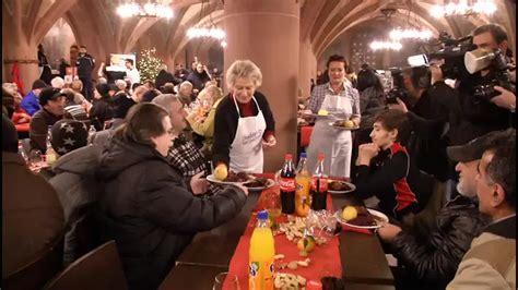 weihnachtsgans essen in frankfurt g 228 nse essen f 252 r obdachlose im frankfurter r 246 mer 17