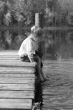 Sweater Wanita Atasan Le Peti Sweater White Le Peti Sw lakeside on solitude black white photography