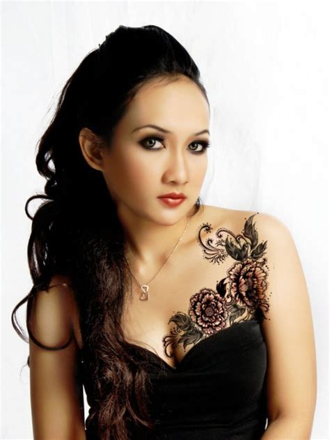 chest tattoo designs female chest tattoos for pictures