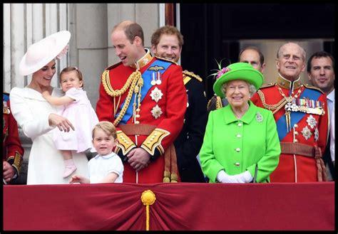 casa reale inglese kate middleton con la figlia alla festa di