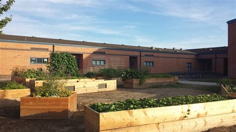 Garden Elementary by Junior League Of Boise Awards School Gardens To Two