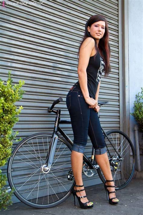 hot girls on fixie bikes fixie bike girl bikeg5 pinterest bikes girls and