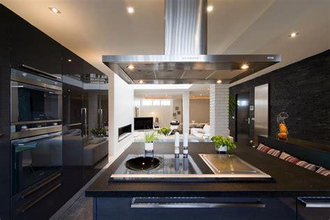 Awesome Cuisine Plan Travail Noir  #8: 693608-cuisine-design-et-contemporaine-cuisine-equipe-avec-ilot.jpg