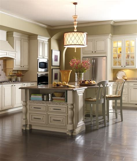 kemper kitchen cabinets this kemper kitchen is warmly welcoming in coconut with