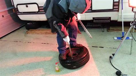 Motorradreifen Aufziehen by Reifen Montieren Per Manual Tire Mounting By