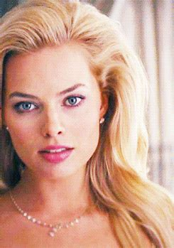 margot robbie gif find & share on giphy