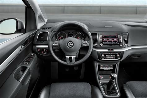 new 2011 volkswagen sharan autotribute