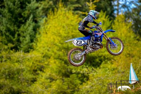 how to jump a motocross bike dirt bike pictures jumping www pixshark com images