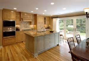 cuisine idee deco cuisine ouverte sur salon avec jaune