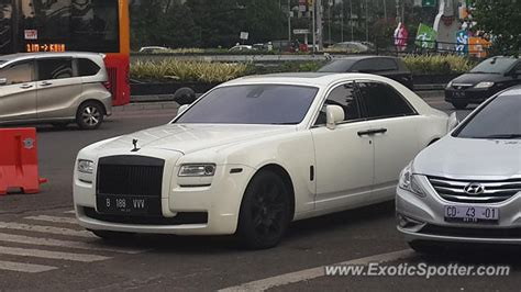 roll royce indonesia rolls royce ghost spotted in jakarta indonesia on 10 15 2017