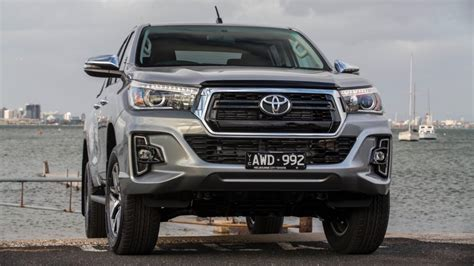 2019 Toyota Diesel Hilux by 2019 Toyota Hilux Sr And Sr5 Earn New Front Styling