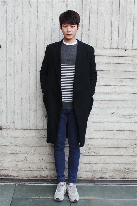simple look oversize coat striped sweater skinny jeans