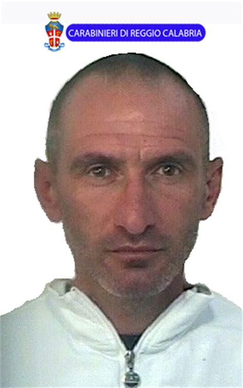 arresti melito porto salvo melito porto salvo arrestato 37enne ritrovato con armi