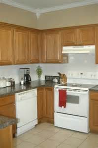 what colour goes with honey oak cabinetry decorating ideas oak cabinets