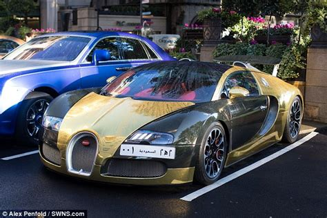 Bugatti In Gold Gold Bugatti Veyron Draws Crowds And Sell Seized