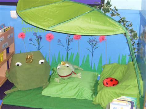 Garden Reading Book Reading Garden Classroom On Garden Theme