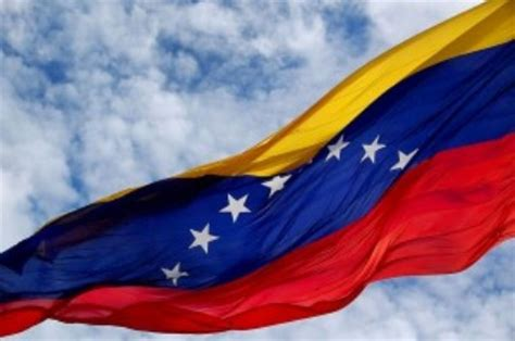 imagenes venezuela bandera venezuela con la bandera a media asta tras fallecimiento