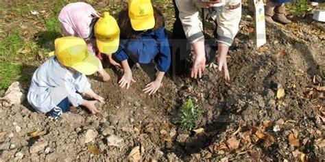 ipsia san in fiore legambiente festa dell albero 2011 a crotone
