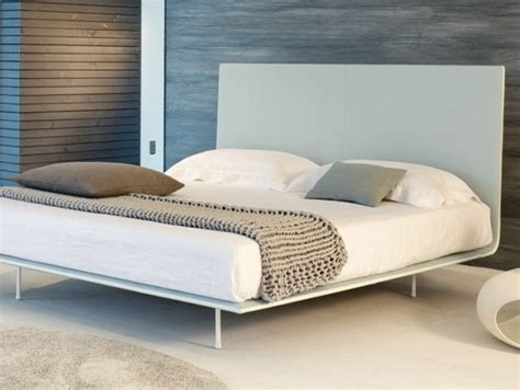Platform And Metal Bed Frame Two Best Minimalist Bed Minimalist Bed Frames