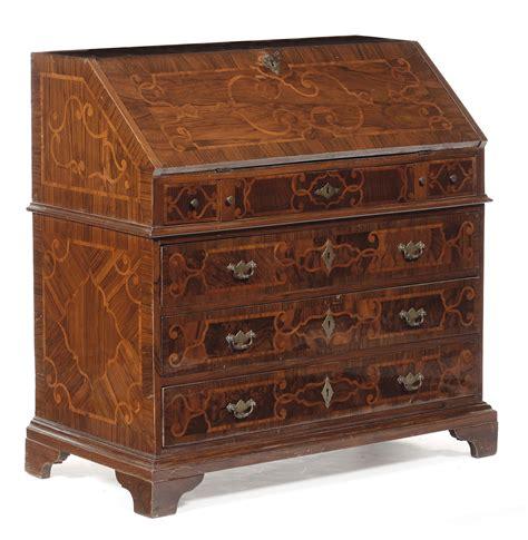 scrivania a ribalta scrivania a ribalta listrata in noce e decorata da intarsi